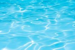 Νερό στην πισίνα με την αντανάκλαση ήλιων Στοκ φωτογραφία με δικαίωμα ελεύθερης χρήσης