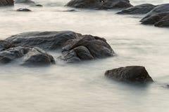 Νερό στη θάλασσα με το μακρύ explosure Στοκ Φωτογραφίες