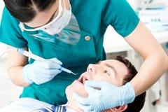 Νερό υγιεινής για το στόμα - πλύσιμο Στοκ Εικόνες