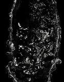 Νερό ψεκασμού σε ένα μαύρο υπόβαθρο Στοκ φωτογραφία με δικαίωμα ελεύθερης χρήσης