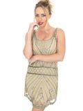 Νευρική στοχαστική νέα γυναίκα που φορά το φόρεμα πτερυγίων Στοκ Φωτογραφία