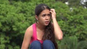 Νευρικός έντρομος θηλυκός έφηβος απόθεμα βίντεο