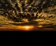 Νεφελώδες ηλιοβασίλεμα στη Βαυαρία στοκ εικόνες