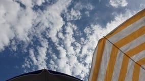 Νεφελώδης ηλιόλουστος ιταλικός ουρανός απόθεμα βίντεο