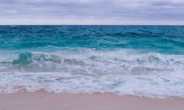 Νεφελώδης ημέρα πέρα από τον Ατλαντικό Ωκεανό στοκ εικόνες με δικαίωμα ελεύθερης χρήσης