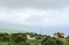 Νεφελώδης ομιχλώδης ακτή κατά τη διάρκεια της περιόδου βροχών στοκ φωτογραφίες με δικαίωμα ελεύθερης χρήσης