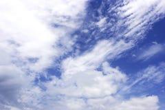 νεφελώδης ουρανός ανασ&kap Στοκ φωτογραφία με δικαίωμα ελεύθερης χρήσης