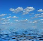 νεφελώδης ουρανός θάλασσας Στοκ Φωτογραφία