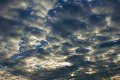 νεφελώδης ουρανός, ιδανικός για τις αλλαγές εικόνας ή τα υπόβαθρα στοκ φωτογραφίες