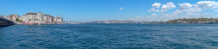 Νεφελώδη ημέρα και Bosphorus στοκ εικόνα με δικαίωμα ελεύθερης χρήσης