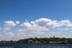 Νεφελώδη ημέρα και Bosphorus στοκ φωτογραφία