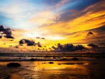 νεφελώδες ηλιοβασίλεμ στοκ φωτογραφία με δικαίωμα ελεύθερης χρήσης
