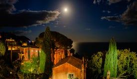 Νεφελώδες μεσογειακό σεληνόφωτο Taormina Στοκ Φωτογραφίες