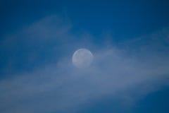 νεφελώδες φεγγάρι Στοκ Εικόνες