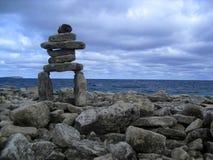 Νεφελώδες Inukshuk Στοκ φωτογραφίες με δικαίωμα ελεύθερης χρήσης