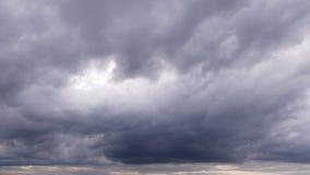 νεφελώδης βαθύς πλήρης γ&kap ερχόμενη θύελλα Στοκ φωτογραφία με δικαίωμα ελεύθερης χρήσης