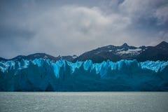 Νεφελώδης καιρός επάνω από τον παγετώνα Shevelev Στοκ εικόνα με δικαίωμα ελεύθερης χρήσης