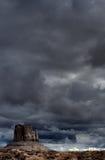 Νεφελώδης κοιλάδα μνημείων ουρανών Στοκ εικόνες με δικαίωμα ελεύθερης χρήσης