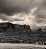 Νεφελώδης κοιλάδα μνημείων ουρανών Στοκ Φωτογραφίες