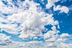 νεφελώδης ουρανός ανασ&kap Στοκ Εικόνα