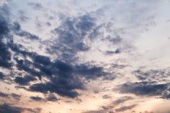 Νεφελώδης ουρανός βραδιού Στοκ Εικόνες