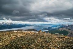 Νεφελώδης ουρανός επάνω από τη σειρά Στοκ φωτογραφία με δικαίωμα ελεύθερης χρήσης