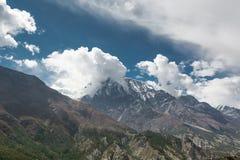 Νεφελώδης ουρανός επάνω από Annapurnas στο Νεπάλ Στοκ εικόνες με δικαίωμα ελεύθερης χρήσης