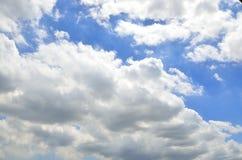 Νεφελώδης στο φως ημέρας φύσης Στοκ φωτογραφία με δικαίωμα ελεύθερης χρήσης