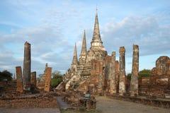 Νεφελώδη ξημερώματα στις καταστροφές του βουδιστικού ναού του Si Sanphet Wat Phra Ayutthaya Ταϊλάνδη Στοκ φωτογραφίες με δικαίωμα ελεύθερης χρήσης
