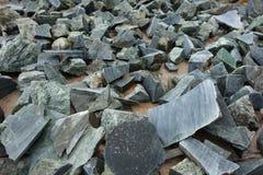 Νεφρίτης που μαζεύεται από τα βουνά για την επεξεργασία Στοκ φωτογραφία με δικαίωμα ελεύθερης χρήσης