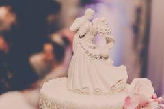 νεόνυμφοι Κέικ γάμος στοκ εικόνα