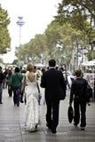 Νεόνυμφοι στο «Λα Rambla» στη Βαρκελώνη στοκ εικόνα