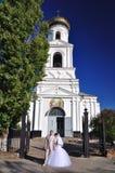 νεόνυμφος εκκλησιών νυφών πλησίον Στοκ Εικόνα