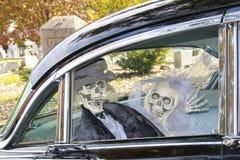 Νεόνυμφος και νύφη σκελετών Στοκ εικόνα με δικαίωμα ελεύθερης χρήσης