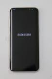 Νεώτερος τηλεφωνικός γαλαξίας της Samsung S8 τώρα που παραδίδεται στους πελάτες προ-διαταγής Στοκ εικόνες με δικαίωμα ελεύθερης χρήσης