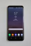 Νεώτερος τηλεφωνικός γαλαξίας της Samsung S8 τώρα που παραδίδεται στους πελάτες προ-διαταγής Στοκ Εικόνες