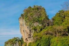 Νησί απότομων βράχων ασβεστόλιθων σε Krabi AO Nang και Phi Phi, Ταϊλάνδη Στοκ εικόνες με δικαίωμα ελεύθερης χρήσης