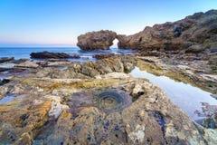 Νησί απότομων βράχων στο Newport Beach και το Λαγκούνα Μπιτς, Καλιφόρνια Στοκ Εικόνα