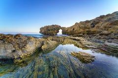 Νησί απότομων βράχων στο Newport Beach και το Λαγκούνα Μπιτς, Καλιφόρνια Στοκ Φωτογραφία