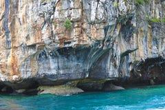 νησί απότομων βράχων Στοκ Φωτογραφίες