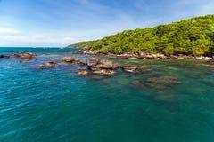 Νησί ζουγκλών θάλασσας Στοκ φωτογραφία με δικαίωμα ελεύθερης χρήσης