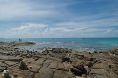 Νησί και μπλε ουρανός Samed στην Ταϊλάνδη Στοκ εικόνες με δικαίωμα ελεύθερης χρήσης