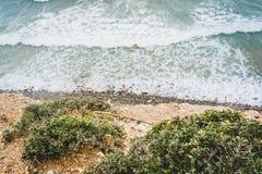 Νησί Κρήτη στην Ελλάδα, εναέρια άποψη προς τη θάλασσα και την παραλία Τοπ όψη Το χρώμα του νερού και υπέροχα φωτεινός azov στοκ εικόνες
