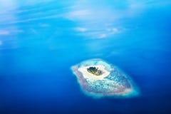 Νησί μορφής καρδιών στις Μαλδίβες, Ινδικός Ωκεανός στοκ εικόνα