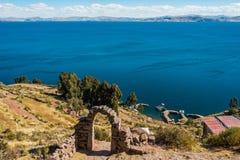 Νησί περουβιανές Άνδεις Taquile λιμνών Titicaca σε Puno Στοκ Φωτογραφία