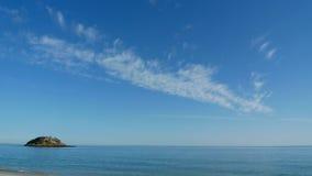 Νησί σε ένα τοπίο θάλασσας Στοκ εικόνα με δικαίωμα ελεύθερης χρήσης