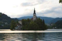 Νησί στη λίμνη που αιμορραγείται στοκ φωτογραφία με δικαίωμα ελεύθερης χρήσης