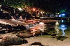 Νησί της Καμπότζης νύχτα Καταρράκτης αφαίρεση στοκ φωτογραφία