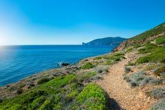 Νησί της Σαρδηνίας στο μονοπάτι της Ιταλίας στη θάλασσα Στοκ φωτογραφία με δικαίωμα ελεύθερης χρήσης