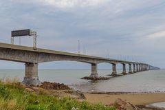 Νησί του Edward πριγκήπων σύνδεσης γεφυρών συνομοσπονδίας με την ηπειρωτική χώρα Στοκ φωτογραφίες με δικαίωμα ελεύθερης χρήσης